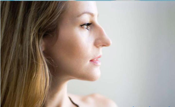 Девушка с римским профилем лица