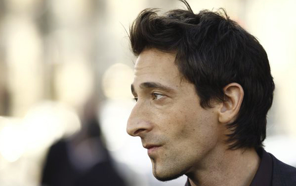 Мужчина с римским профилем