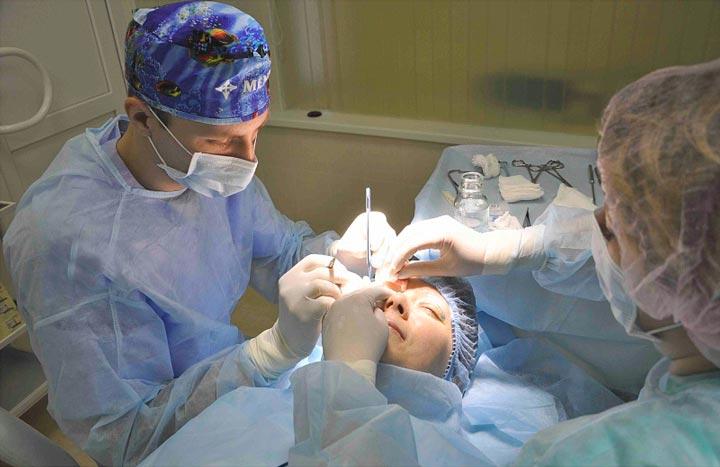 Процесс операции по блефаропластике