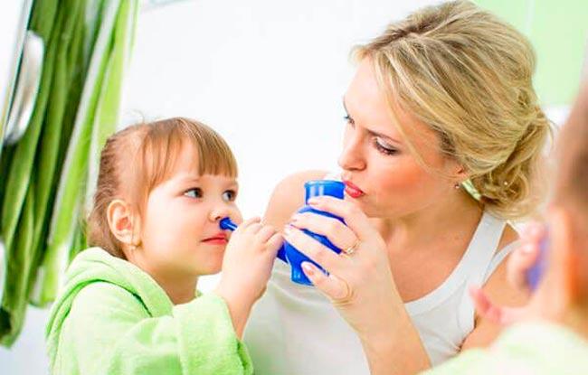 Солевые промывания носика детям