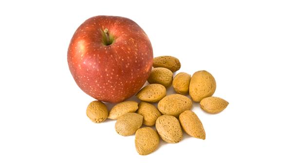 Миндально-яблочный пилинг лица