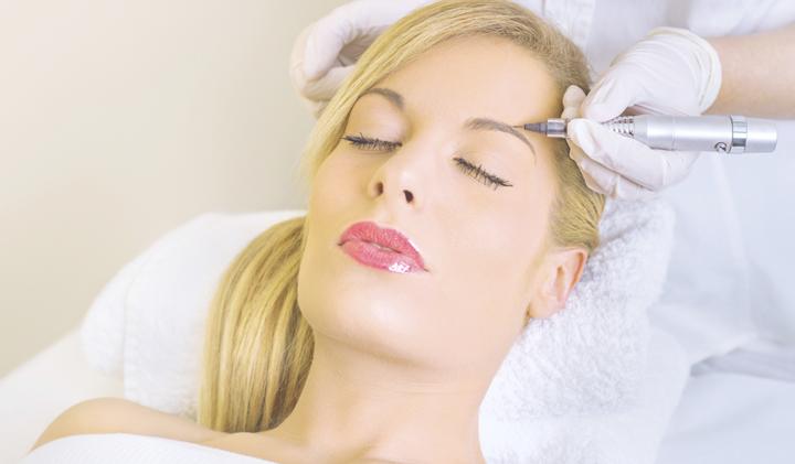Выполнение перманентного макияжа мастером