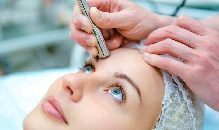 Сама процедура алмазного пилинга кожи