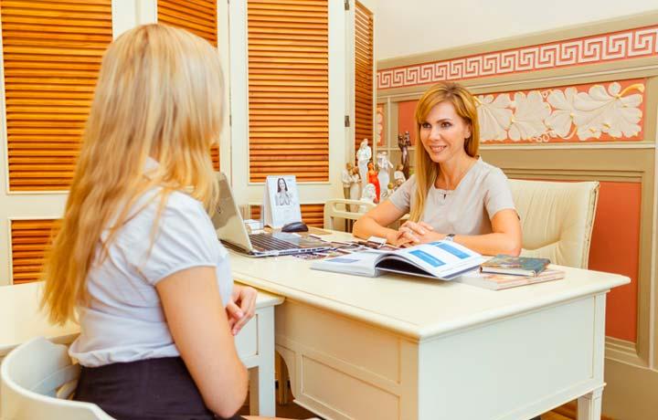 Консультация с врачом перед гименопластикой