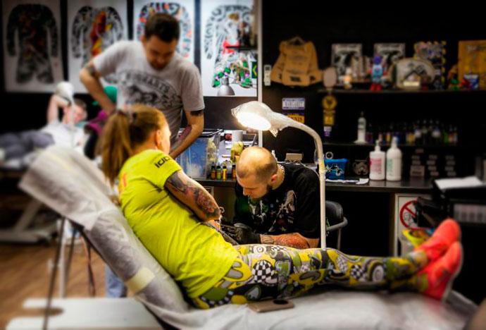 В кабинете татуажа подготовка