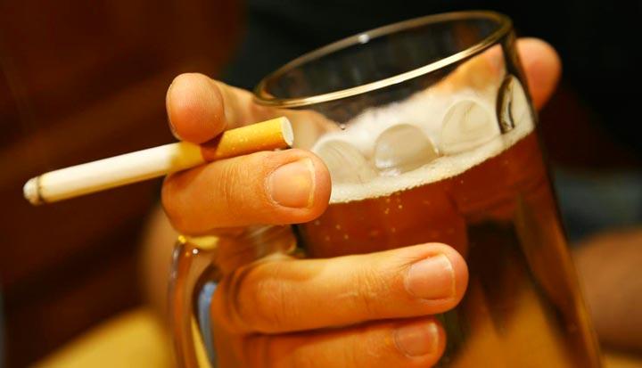 Курение и алкоголь вызывают появление носогубных складок
