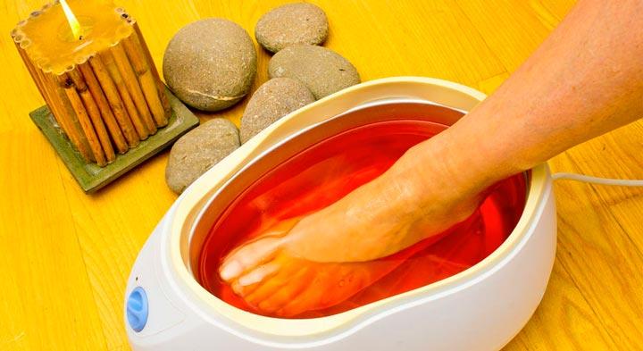 Процедура парфинотерапии для ног