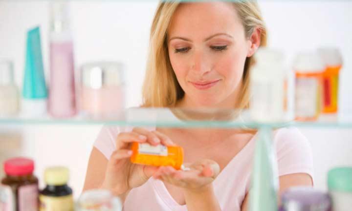 Прием гормональных средств может иметь признаки гипертрихоза