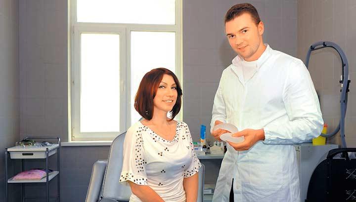 Роза Сябитова с пластическим хирургом