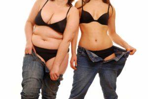 Две девушки в джинсах
