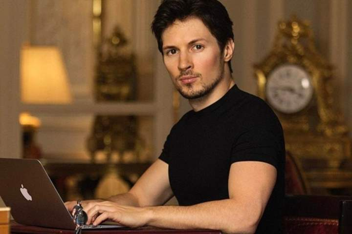 Павел Дуров работает