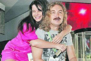 Наташа Королева обнимает Игоря