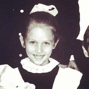 Фото в детстве Виктории Лопыревой