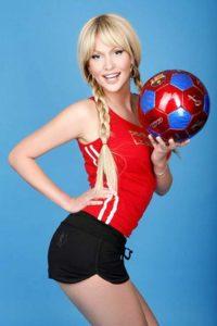Фото с мячом Виктории Лопыревой