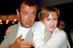 В обнимку с мужчиной Розанова Ирина