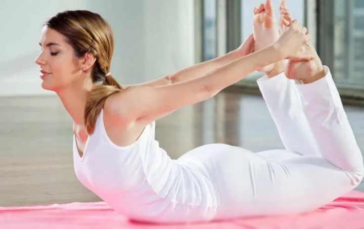 Передохнуть и совершить повтор упражнения на второй бок